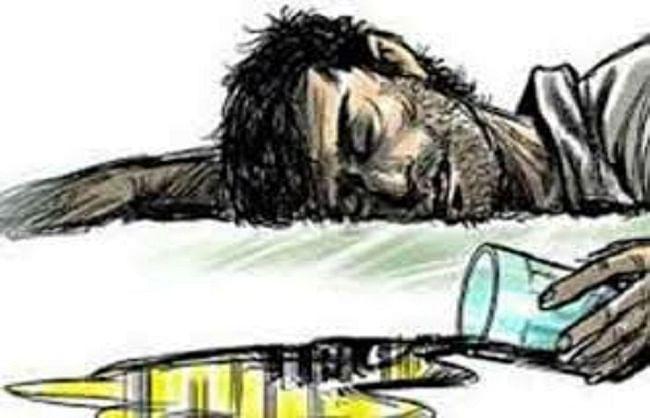 आंध्र प्रदेश में सेनेटाइजर पीने से 13 लोगों की मौत