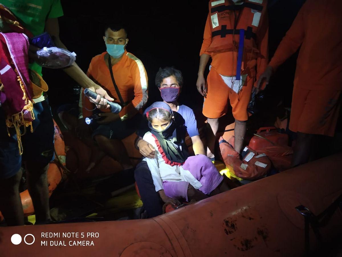 पूर्वी चंपारण में एनडीआरएफ ने सर्पदंश पीड़ित बालिका  को बाढ़ प्रभावित इलाके से निकालकर बचाया