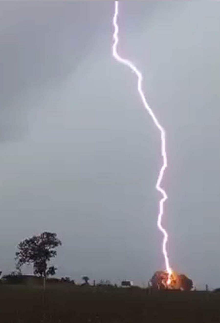 गुजरात: सौराष्ट्र में आकाशीय बिजली गिरने से 7 लोगों की मौत, 6 झुलसे