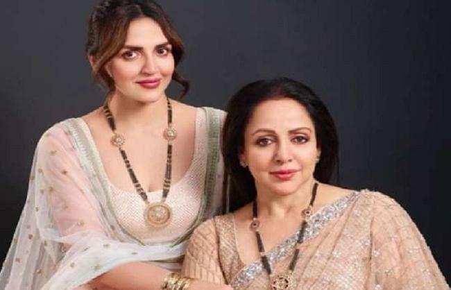 पूरी तरह स्वस्थ हैं हेमा मालिनी, ईशा देओल ने मां के बीमार होने की खबरों को बताया अफवाह