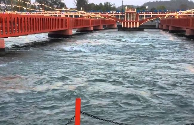 हरिद्वार में फिर से गंगा को 'नदी' का दर्जा दिलाने की कवायद तेज, मंत्री मदन कौशिक ने की बैठक