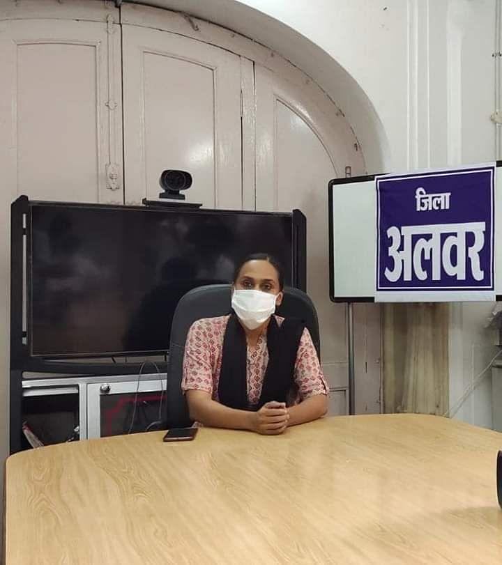 अलवर जिले की प्रथम महिला कलेक्टर आनंदी ने किया पदभार ग्रहण