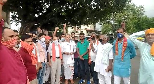 आजमगढ़: नदियों और प्रमुख धर्मस्थलों का जल व मिट्टी लेकर विहिप का प्रतिनिधि मंडल अयोध्या रवाना
