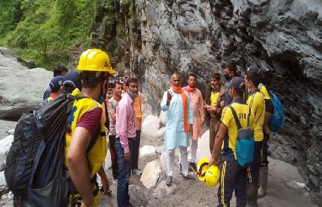 पिथौरागढ़ : आपदा प्रभावित टांगा गांव में मलबे से एक और शव निकाला