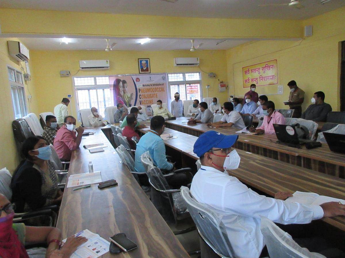 प्रतापगढ़ में स्वास्थ्य केन्द्रों पर पीसीवी वैक्सीन एक साल के बच्चों को निःशुल्क लगायी जायेगी-जिलाधिकारी