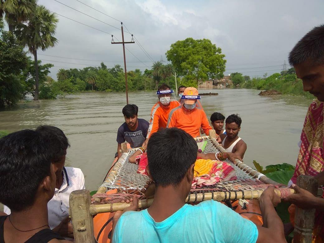 पूर्वी चम्पारण में गंडक नदी का तटबंध टूटा,एनडीआरएफ ने हजारों लोंगों  को बचाया