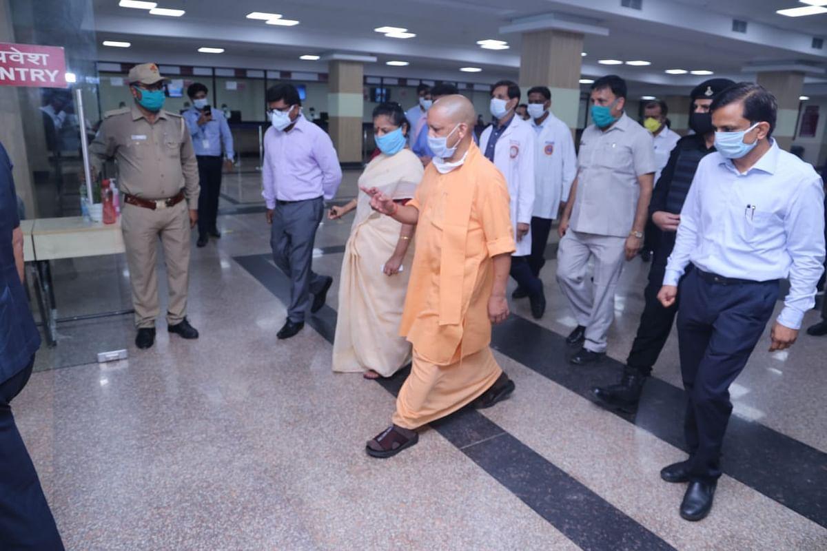 मुख्यमंत्री योगी ने रेलवे और एम्स हॉस्पिटल में कोरोना वार्ड सहित बाढ़ प्रभावित क्षेत्रों का किया दौरा