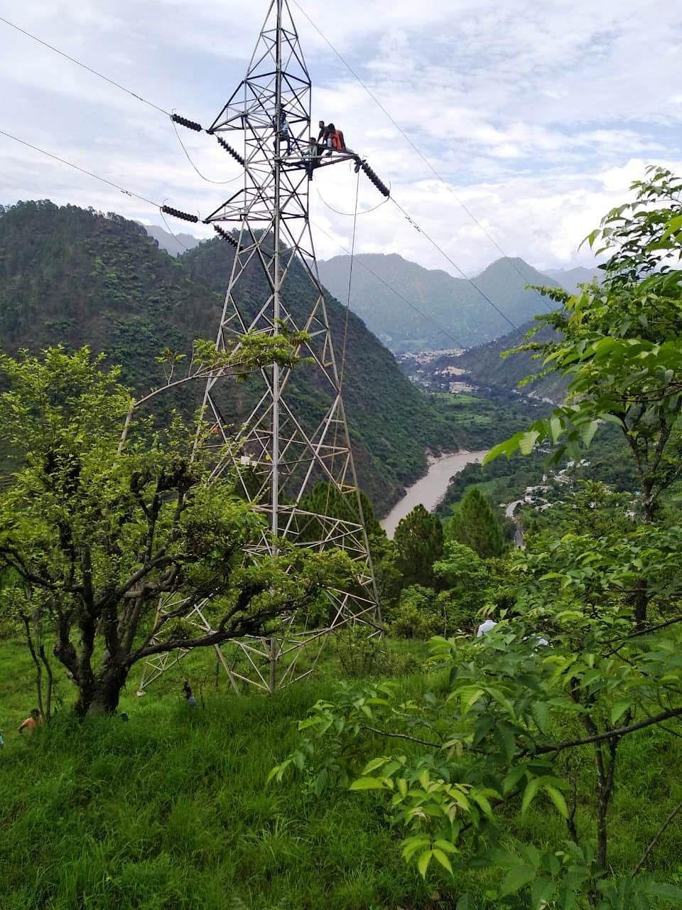 विद्युत लाइन क्षतिग्रस्त, चमोली जिले में आपूर्ति बाधित