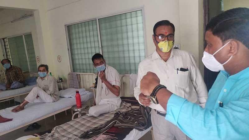 अपडेट.. आयुष मंत्री ने किया आयुर्वेद चिकित्सालय का निरीक्षण, मरीजों से की चर्चा