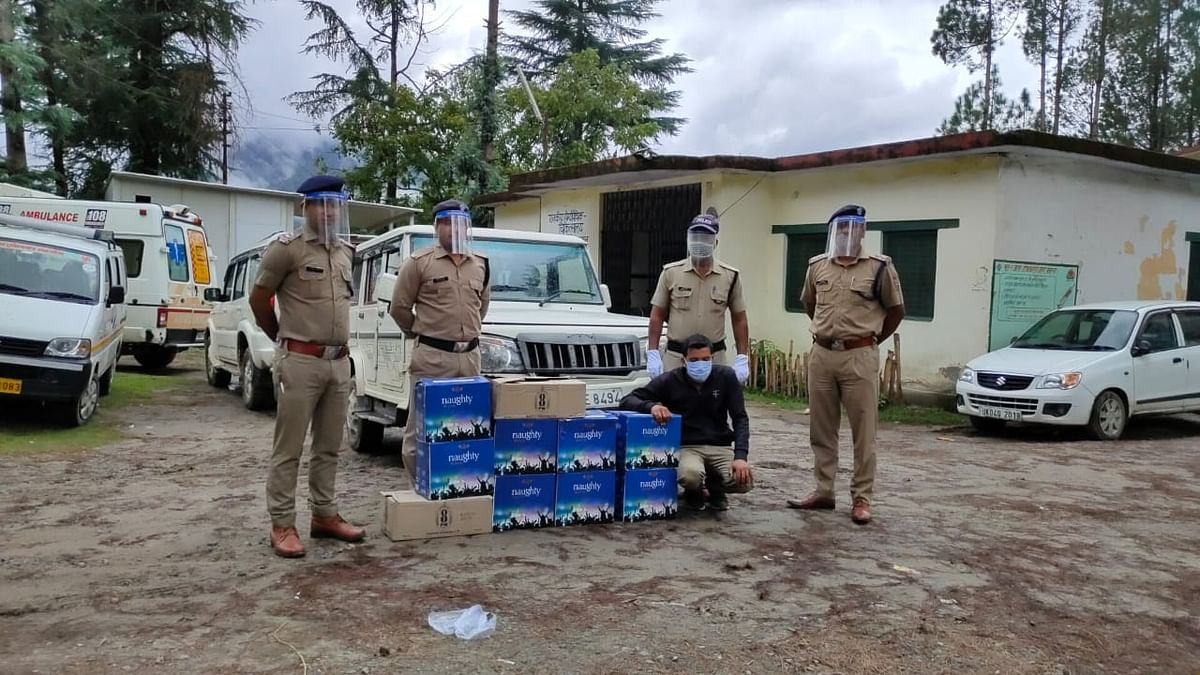 10 पेटी अवैध अंग्रेजी शराब के साथ एक गिरफ्तार
