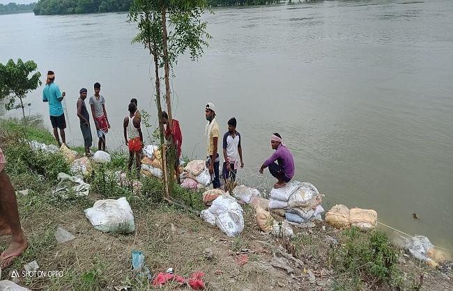 प्रवासी श्रमिकों ने थामी गंडक, गंगा और बलान से बचाने की जिम्मेदारी