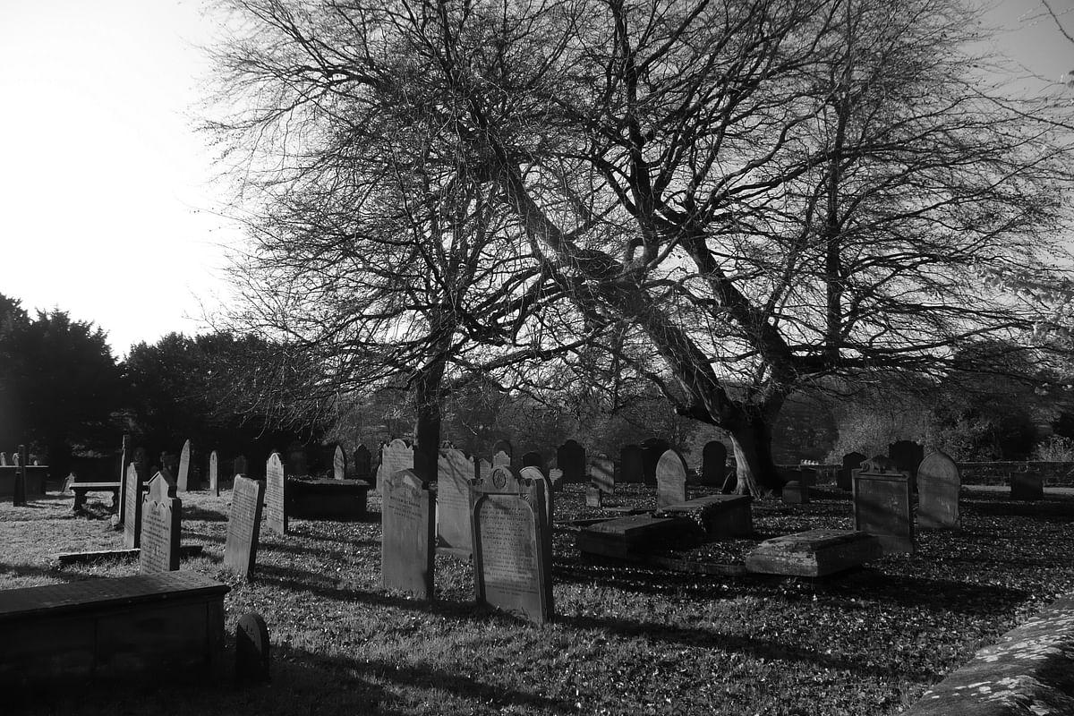 सपने में कब्रिस्तान देखने का मतलब - Dream Of Cemetery Meaning