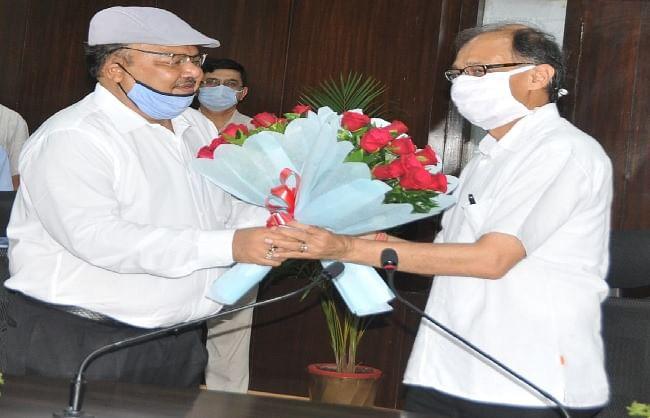 नवनियुक्त मुख्य सचिव ओमप्रकाश ने संभाला चार्ज, गिनाईं शासन की प्राथमिकताएं