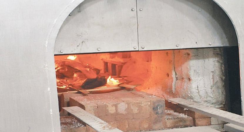 गोरखपुर : इलेक्ट्रिक शवदाह गृह तैयार, बदबू-संक्रमण के खतरे से रहे बेपरवाह
