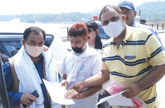ट्रेवल व्यवसायियों ने सौंपा वन मंत्री को ज्ञापन