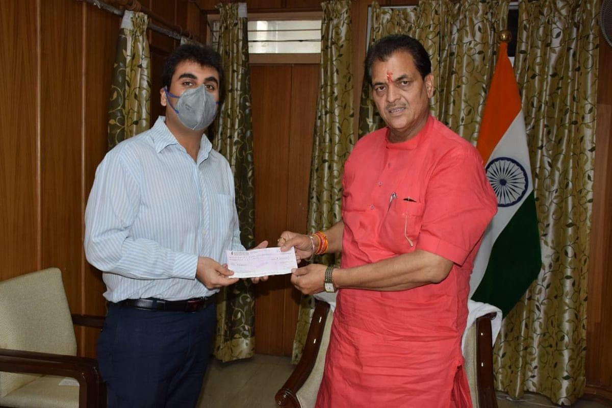 पंजवानी चैरिटेबल ट्रस्ट ने मुख्यमंत्री राहत कोष में दिये एक लाख रुपये