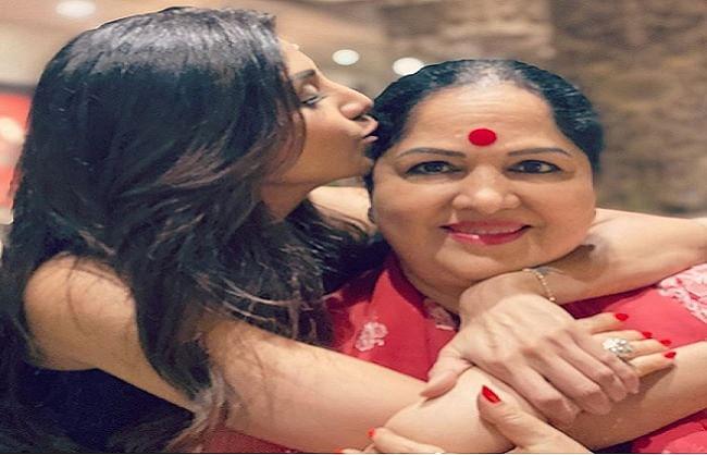 शिल्पा शेट्टी ने अपनी मां को खास अंदाज में दी जन्मदिन की बधाई, शेयर की तस्वीर