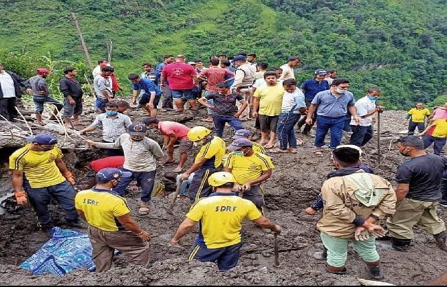 पिथौरागढ़ के आपदा प्रभावित टांगा गांव में मलबे से तीन और शव निकाले गए