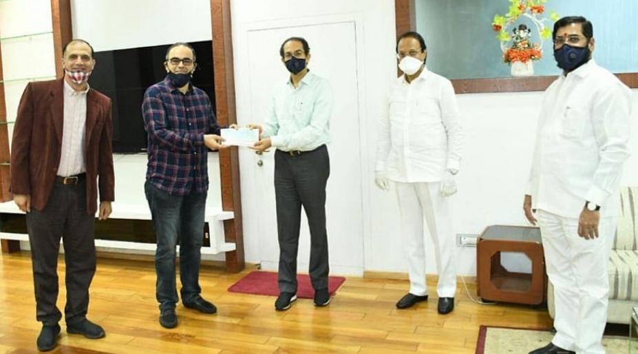 सिप्ला कंपनी ने सौंपा मुख्यमंत्री उद्धव ठाकरे को तीन करोड़ रुपए का चेक