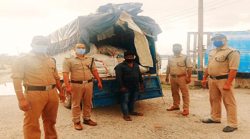 नेपाल को यूरिया तस्करी, जीप से 54 कट्टे बरामद