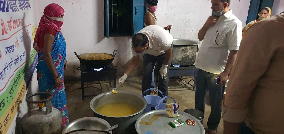 खगड़िया जिले में नदियों का जलस्तर बढ़ने से कई तटबंधों में रिसाव