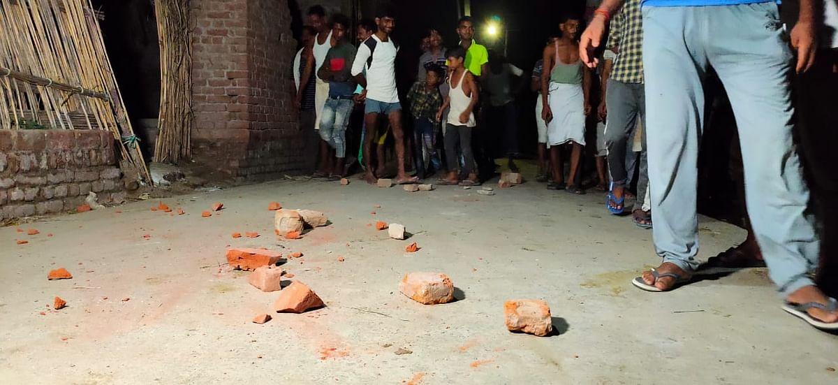 अलीगढ़: शराब तस्कर को पकड़ने गई पुलिस पर हमला, दारोगा सहित महिला सिपाही घायल