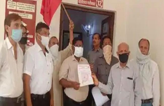 भारत की कम्युनिस्ट पार्टी मार्क्सवादी ने  तहसीलदार को सौंपा ज्ञापन