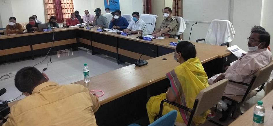 यातायात नगर को बसाने के लिए सांसद की मौजूदगी में आयोजित बैठक में हुई माथापच्ची