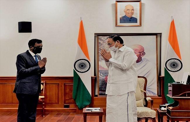 चेक गणराज्य में भारत के राजदूत हेमंत हरिश्चंद्र ने उप राष्ट्रपति से की मुलाकात