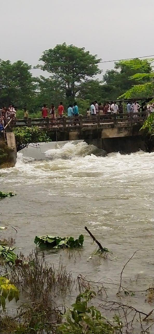 मुज़फ़्फ़रपुर में  तिरहुत नहर का बांंध टूटा , दर्जनों गांवों में फैला पानी