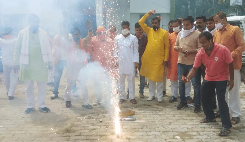 मनोज सिन्हा के उप राज्यपाल बनने पर गाजीपुर में मनाया गया जश्न