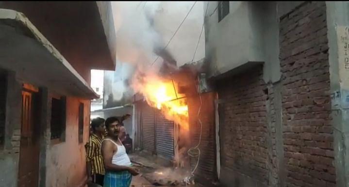 गोंडा : शार्ट सर्किट से कपड़े की दुकान में लगी आग, 20 लाख का नुकसान