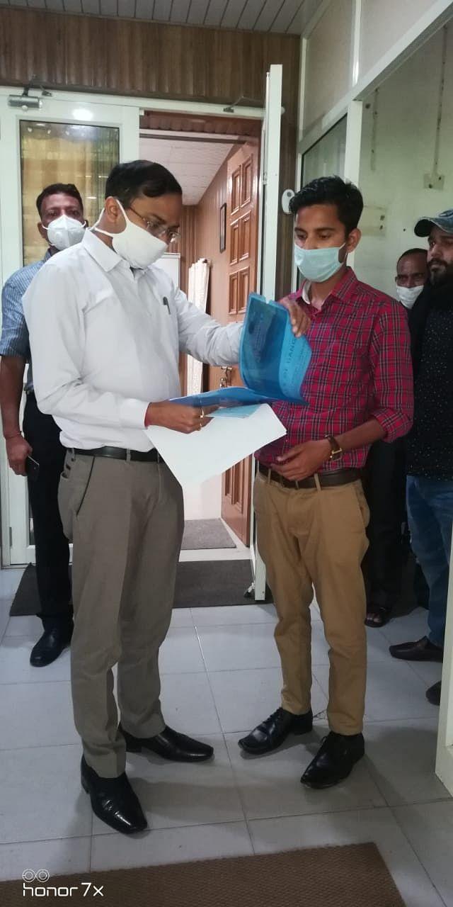 जुगलान, राजेश ने जिलाधिकारी से मुलाकात की