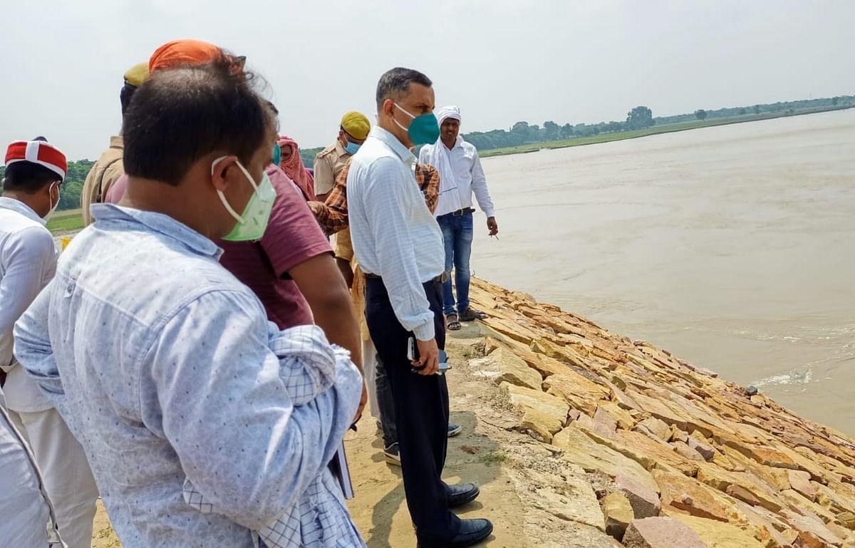 बलिया में भयावह हुई गंगा की धारा, युद्ध स्तर पर होगा जर्जर ठोकर पर बचाव कार्य