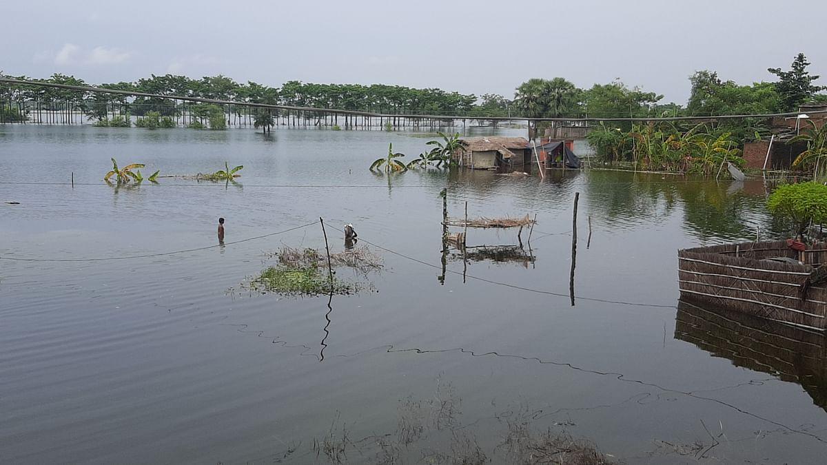 मुज़फ़्फ़रपुर जिले के दर्ज़नों गांव बाढ़ से जलमग्न, गंडक और वाया नदियों में आयी बाढ़ ने मचाई तबाही