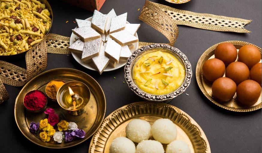 कृष्ण लल्ला के भोग के लिए बनाएं घर पर ये 5 आसान मिठाइयां