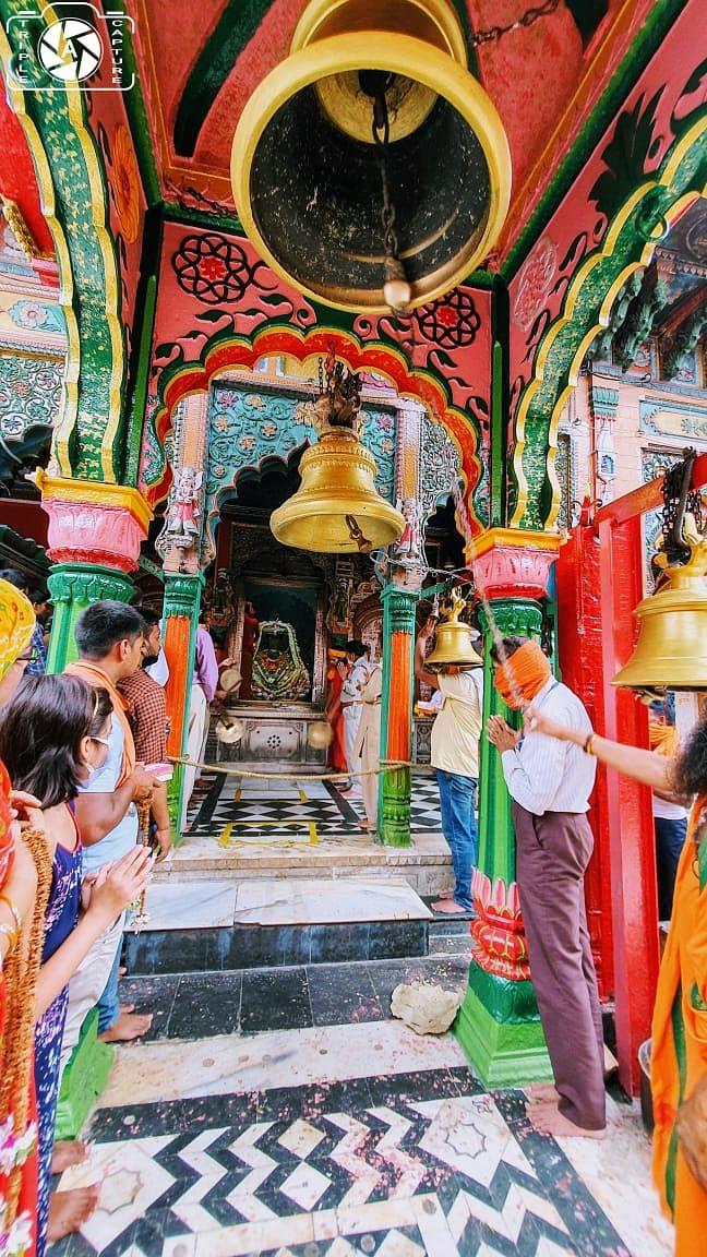 अयोध्या :  हनुमानगढ़ी की सीढ़िया भी हुई भगवा, प्रधानमंत्री करेंगे दर्शन