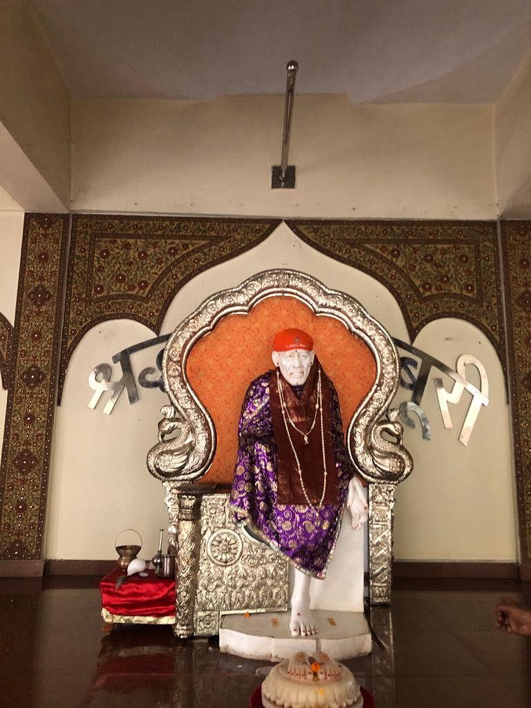 नोएडा: साईं मंदिर से चोरों ने उड़ाया चांदी से बना सिंहासन, पुलिस जांच में जुटी