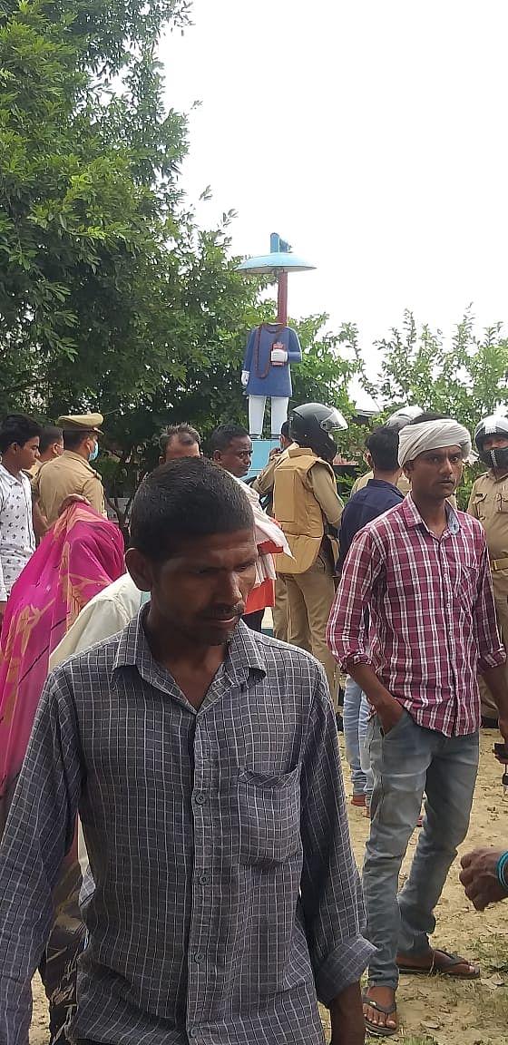 वाराणसी : डॉ. आंबेडकर की प्रतिमा को अराजकतत्वों ने तोड़ा,  हंगामा