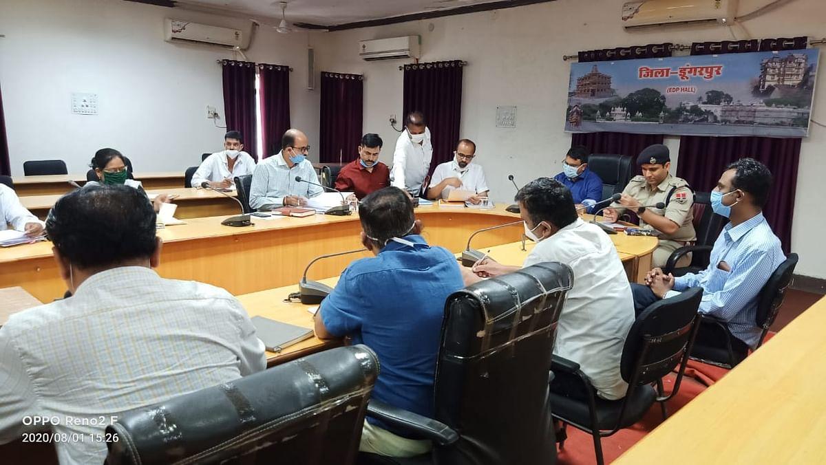 प्रभारी सचिव व संभागीय आयुक्त रहे डूँगरपुर जिले के दौरे पर, कोरोना संबंधी ली बैठक