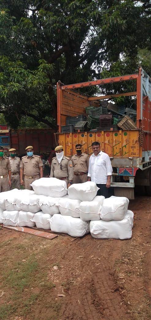 मीरजापुर: पुलिस ने पकड़ा 30 लाख कीमत का पांच कुंतल अवैध गांजा