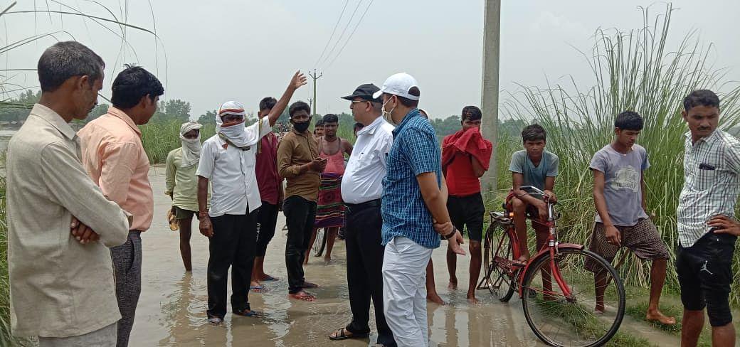 अम्बेडकरनगर : टाण्डा तहसील क्षेत्र के नौ गांव बाढ़ से घिरे
