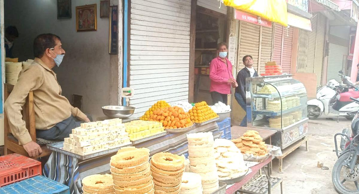रक्षाबंधन त्यौहार को देखते हुए दोपहर बाद बाजार खुला