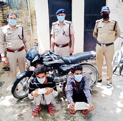 चोरी की बाइक के साथ दो गिरफ्तार
