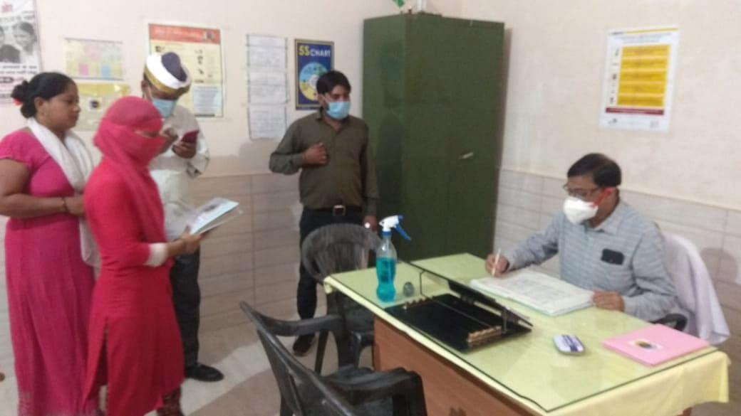 सीएमओ ने लक्ष्मी नगर के अर्बन हेल्थ पोस्ट का आकस्मिक निरीक्षण किया