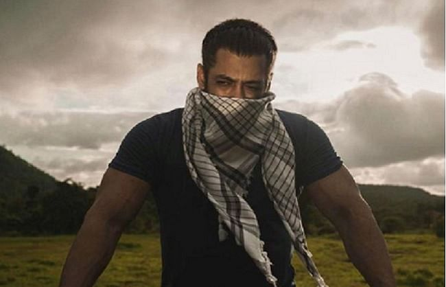 सलमान खान ने अपनी तस्वीर शेयर कर फैंस को खास अंदाज में दी ईद की शुभकामनाएं
