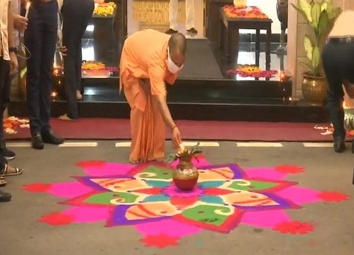 राममन्दिर भूमिपूजन: मुख्यमंत्री योगी के आवास पर दूसरे दिन भी मनाई गई दीपावली
