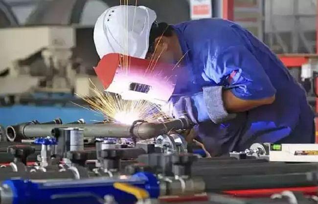 देश के आठ बुनियादी उद्योगों का उत्पादन जुलाई में 9.6 फीसदी लुढ़का
