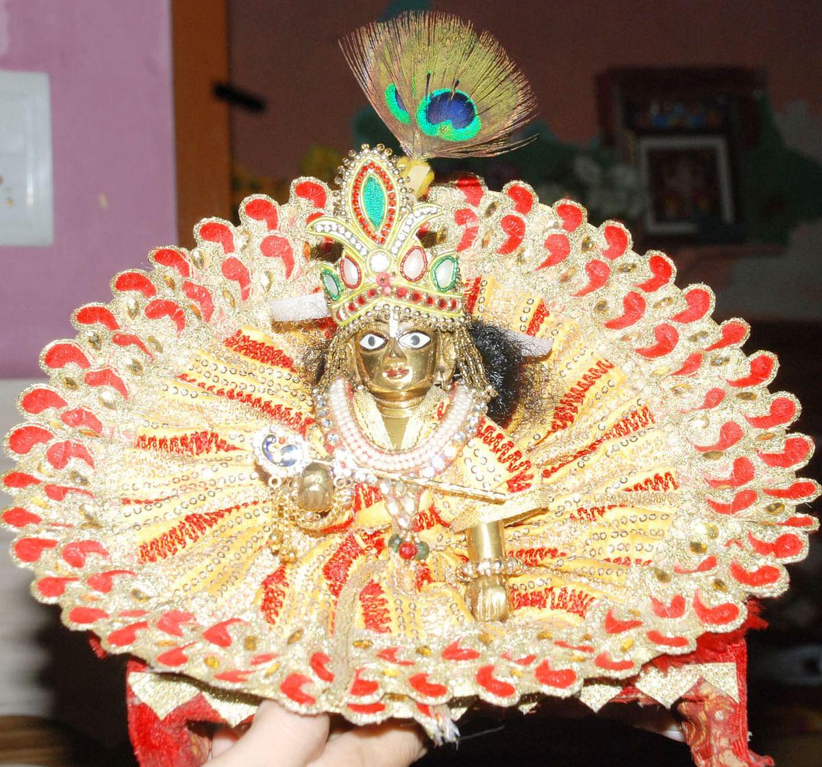 पारंपरिक श्रद्धा, उल्लास से मनायी जा रही श्री कृष्ण जन्माष्टमी