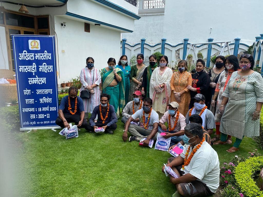 महिलाओं ने स्वच्छता प्रहरियों के साथ मनाया रक्षाबंधन